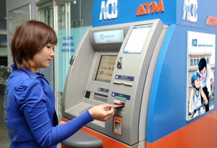 Hướng dẫn cách sử dụng thẻ ATM ACB lần đầu cho người mới